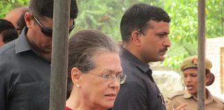 चुनावी प्रचार के लिए आज अमेठी पहुंची सोनिया गांधी, राहुल गांधी के लिए मांगे वोट