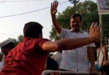 एक बार फिर चुनावी रैली के बीच सीएम केजरीवाल को पड़ा थप्पड़, पुलिस ने आरोपी को हिरासत में लिया